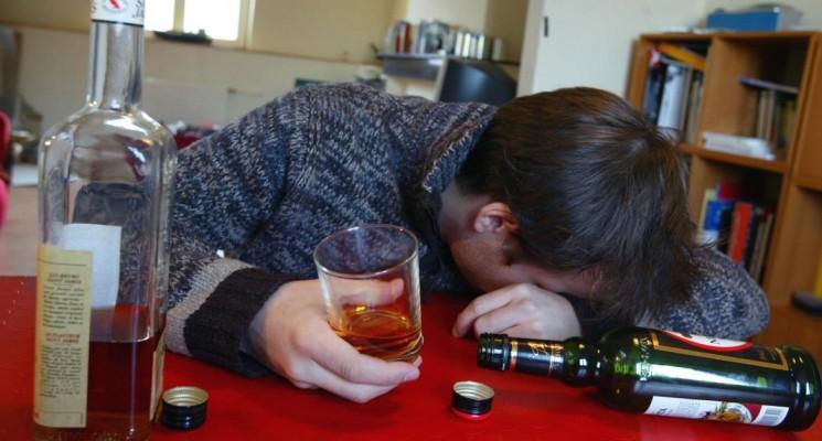 Cocasse : Comme la tartine, l'ivrogne tombe toujours du côté qui est complètement beurré